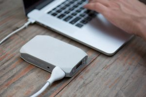 Omnicharge white charging a Macbook