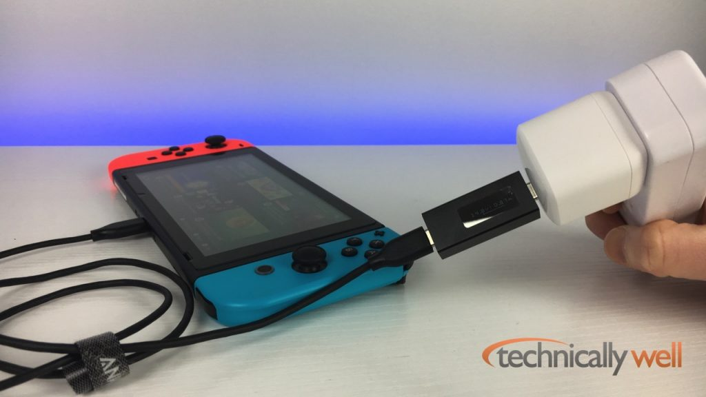Nintendo Switch charging while playing with the Atom PowerPort Atom PD 1